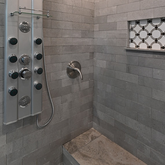 DAL_BargainMansions_E306_Shower_MarbleAttache_11web