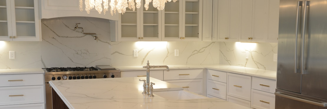 DAL_BargainMansions_LakeHouse_Kitchen_01_31_banner