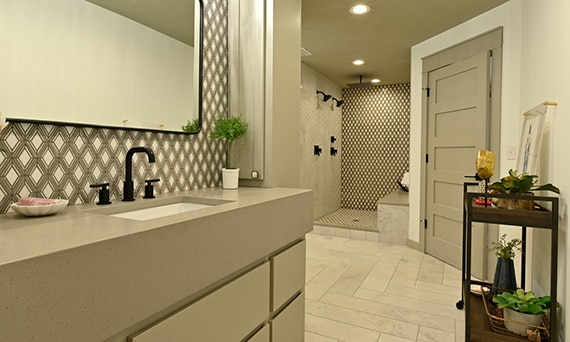 DAL_BargainMansions_E307_NQ69_M048_StoneDec_DA23_Bathroom_53web